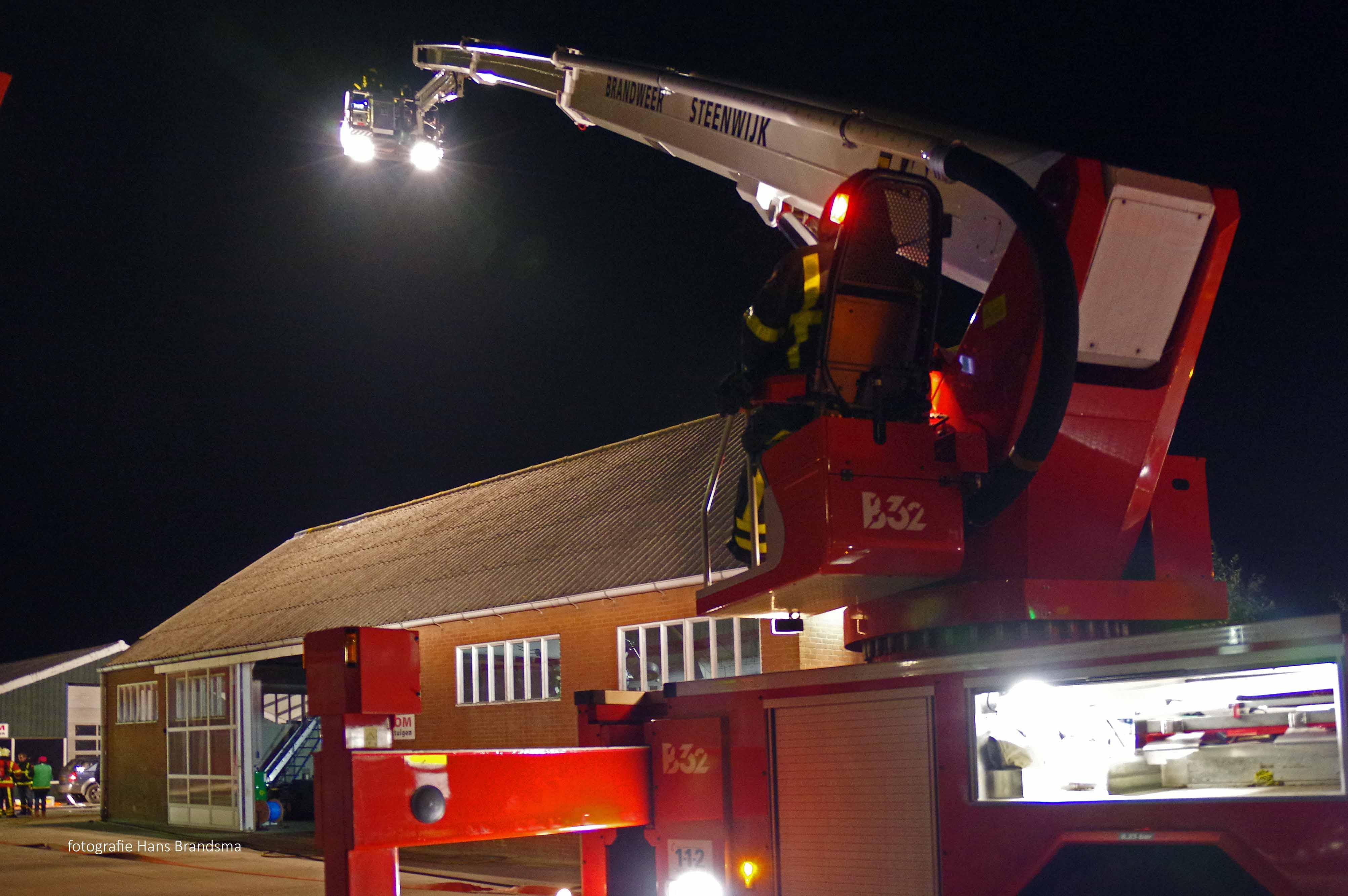 Grote brandweeroefening bij vd Vegt