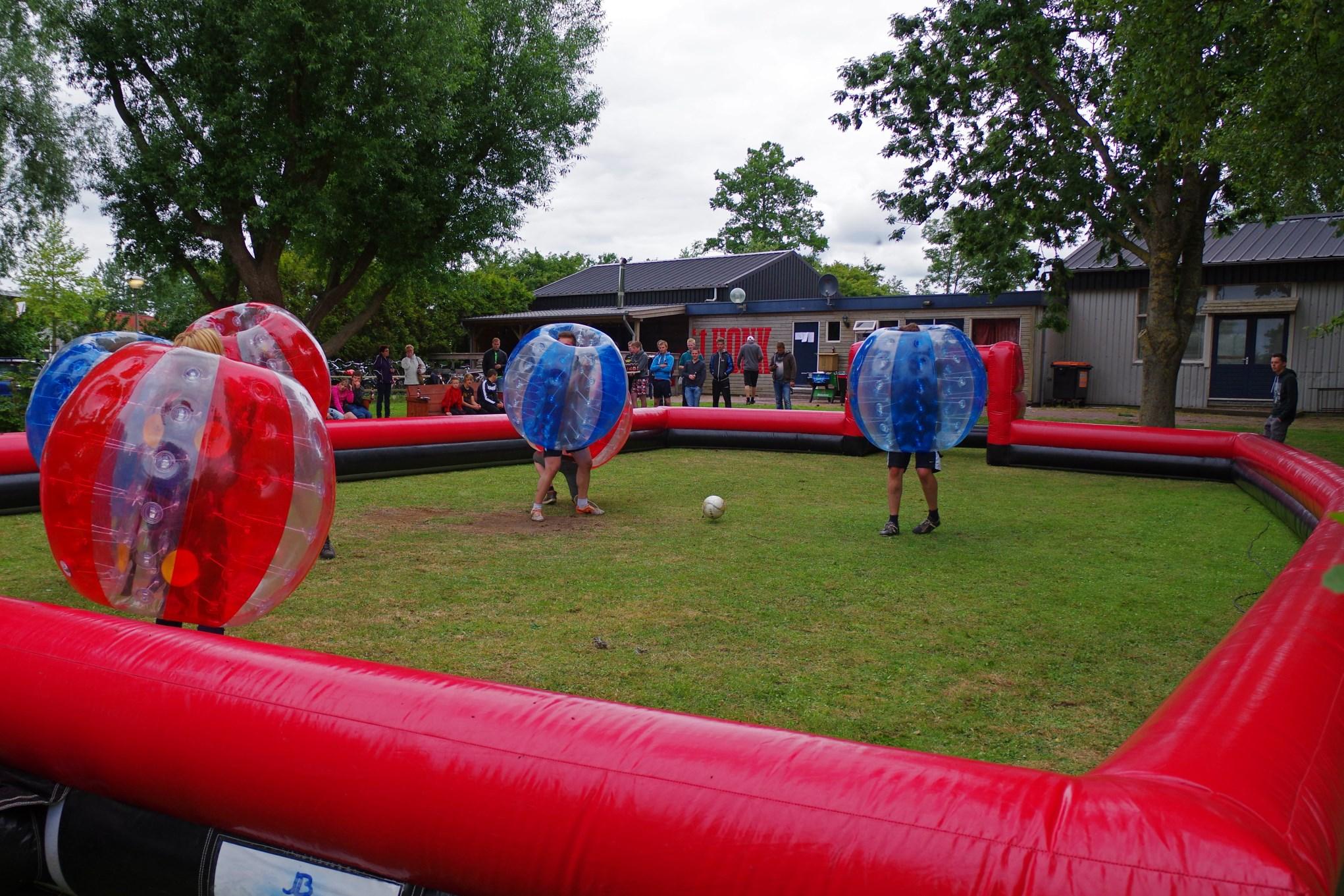 Bublle voetbal bij 't Honk